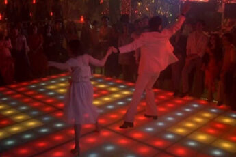 'More than a woman', dos versiones para 'Saturday Night Fever'